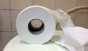 Carta igienica ammazza l'ambiente. Tutti a guardar la plastica ma i quattro veli...