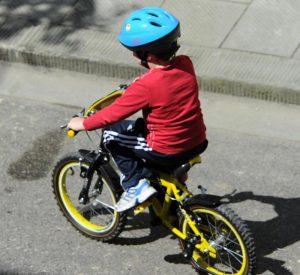 Casco in bici per gli under 12: obbligo nel codice della strada