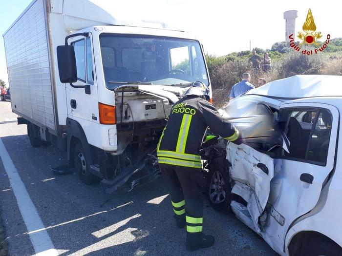 Castelsardo, incidente tra 2 auto e un furgone: Jonatan Caddia muore a 26 anni, ferita famiglia di turisti 01