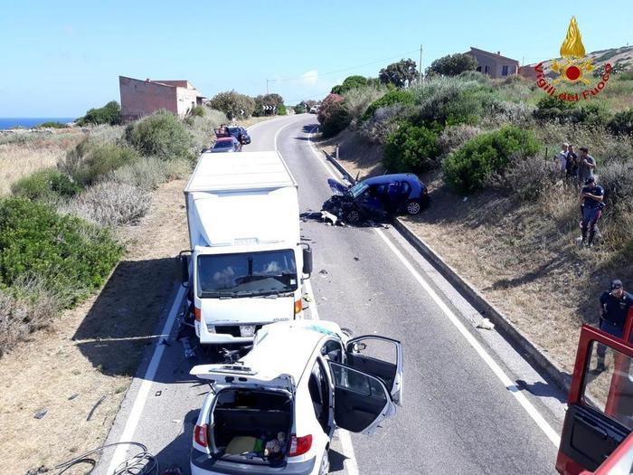Castelsardo, incidente tra 2 auto e un furgone: Jonatan Caddia muore a 26 anni, ferita famiglia di turisti 02