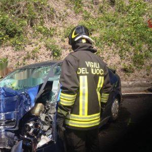 Castelveccana, auto piomba sui binari: travolta da un treno merci. Morti 2 coniugi di 80 anni