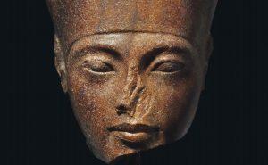 """Busto di Tutankhamon all'asta da Christie's. L'Egitto protesta: """"E' stato rubato"""""""