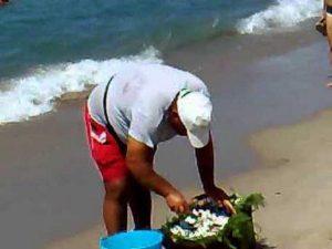Riviera romagnola, multa monster agli abusivi del cocco fresco