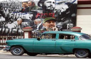Fidel Castro in un manifesto a L'Avana (foto Ansa)