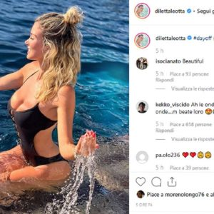 diletta leotta in costume in mezzo alle onde: le sue forme mandano in tilt i fan