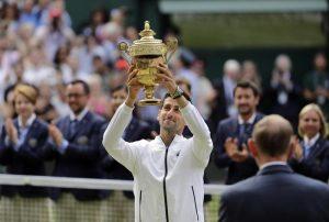 Djokovic trionfa a Wimbledon dopo una maratona di quasi 5 ore con Federer. VIDEO con il punto decisivo