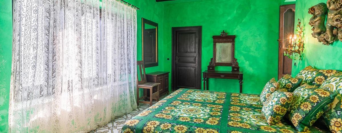 Una veduta interna della villa in vendita di Dolce e Gabbana a Stromboli