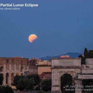 Roma, eclissi parziale di Luna