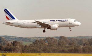 Francia annuncia ecotassa sui biglietti aerei: da 1,50 a 18 euro sui voli in partenza dal 2020