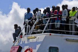 Migranti sui barconi, il nero buono è solo quello a bordo