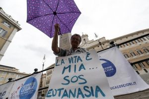 Eutanasia, insegnante morta alla Dignitas di Zurigo: indagato il responsabile di Exit Italia