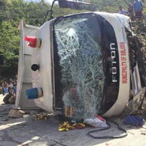 filippine scuolabus fuori strada si ribalta, 9 bambini morti