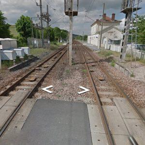 Francia, auto travolta da un treno al passaggio a livello: morta una donna con i tre figli piccoli