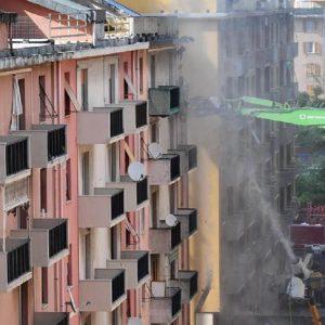 La demolizione delle case sotto al Ponte Morandi