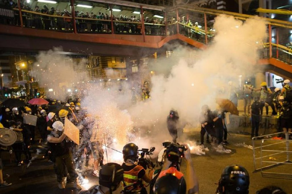 Manifestanti in strada ad Hong Kong