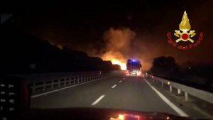 Incendio Siniscola, una foto dell'Ansa