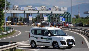 San Stino di Livenza (Venezia), incidente sulla A4: maxi tamponamento, un morto e un ferito
