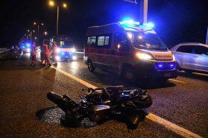 Incidente a Bareggio, schianto tra auto e moto: morto poliziotto della Questura di Milano