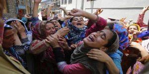 Folla in India (foto d'archivio d'Ansa)