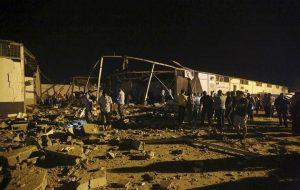 Libia, bombardato centro di detenzione per migranti a Tripoli: almeno 40 morti (foto Ansa)