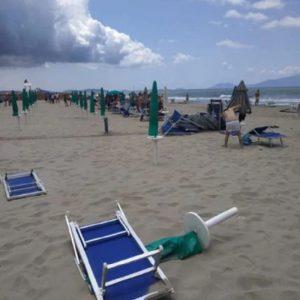 Tromba d'aria in spiaggia tra Licola e Varcaturo2