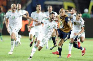 Mahrez porta in finale l'Algeria e dedica il gol al deputato lepenista francese che gufava contro