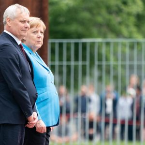 """Angela Merkel, nuovi tremori: """"Sto bene. Sono in trattamento, ma ci sono stati progressi"""""""