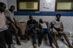 Libia minaccia il rilascio di tutti i migranti detenuti. 7mila, una bomba umanitaria