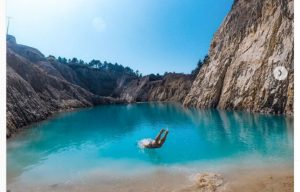 Monte Neme turisti nel lago tossico
