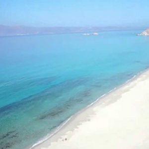 Una spiaggia a Naxos, in Grecia
