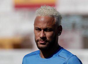 Neymar torna a Parigi, ma è giallo in Brasile: l'intervista che doveva rivelare il suo futuro è stata... rubata
