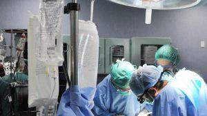 Paralizzati per una lesione del midollo spinale tornano ad usare una mano: lo studio australiano