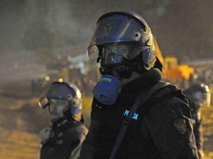 No Tav attacco al cantiere e razzi contro le forze dell'ordine