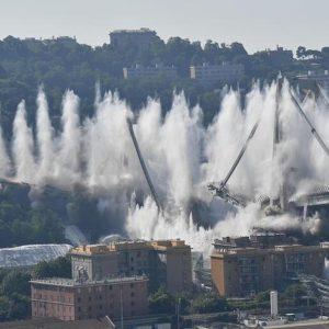 Genova sotto il ponte che non c'è più, due settimane un anno fa