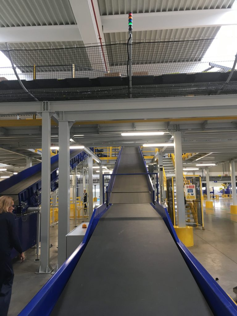 Poste Italiane inaugura a Bologna l'hub logistico per l'e-commerce più grande d'Italia