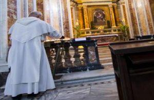 """Don Pietro Cesena, il prete anti rapper: """"Se li incontro... li picchio"""" (foto d'archivio Ansa)"""