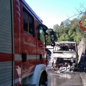 A1, pullman prende fuoco tra Calenzano e Direttissima: nessun ferito