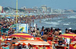 """Rimini, escherichia coli in mare: vietato fare il bagno lungo il litorale. Ecco le spiagge """"proibite"""""""