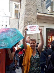 Mattarella in visita a Salisburgo. Manifestanti chiedono libertà per Carolaaaa