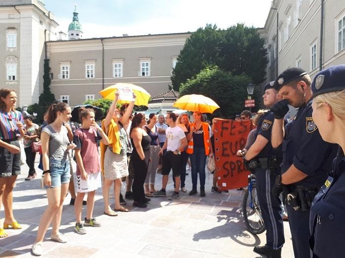 Mattarella in visita a Salisburgo. Manifestanti chiedono libertà per Carola2