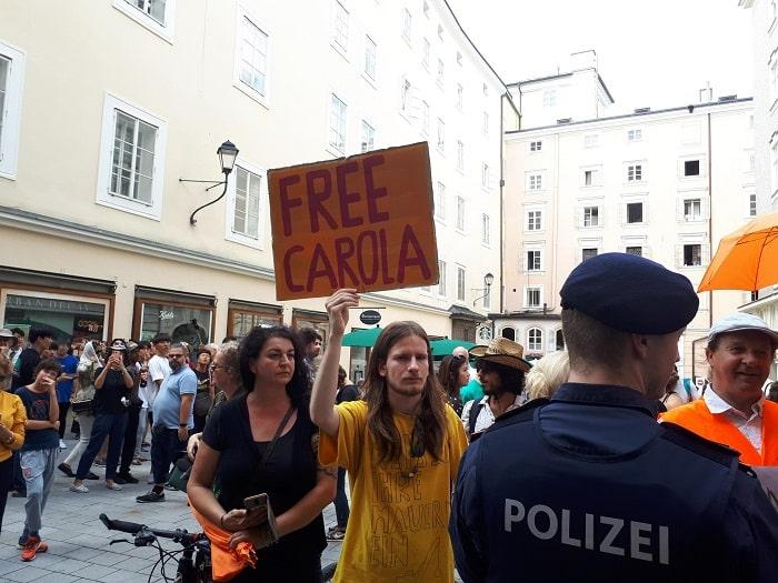 Mattarella in visita a Salisburgo. Manifestanti chiedono libertà per Carola3