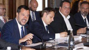"""Salvini, vertice coi sindacati. Turani: """"Al tavolo con Siri già cacciato dal governo"""""""