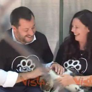 """Salvini al gattile del Verano a Roma: """"Dal Viminale un milione di euro. A volte i 4 zampe sono migliori di alcuni 2 zampe"""" VIDEO"""