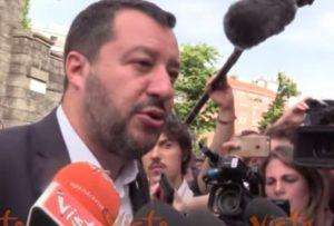 """Salvini: """"Spiace per la sinistra. E' passata da Berlinguer a Carola Rackete"""" VIDEO"""