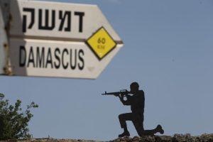Israele bombarda obiettivi iraniani in Siria tra Damasco e Homs: 16 morti, di cui sei civili