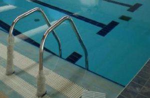 Una piscina in una foto d'archivio