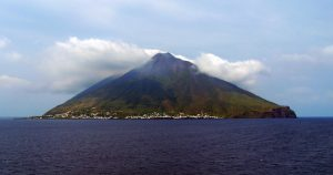 Stromboli, Francia consiglia rinvio vacanze. Sindaco Lipari replica