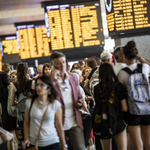 Treni, traffico in caos: ritardi in stazione