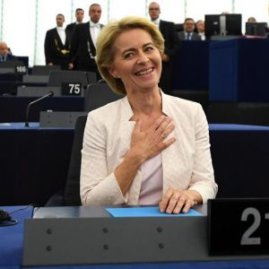 Ursula von der Leyen eletta presidente della Commissione Ue per 9 voti. Determinanti i 5 Stelle