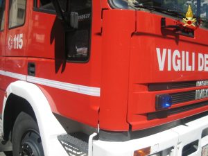 Minerbio (Bologna), incendio in una palazzina: morto un uomo, intossicata una donna
